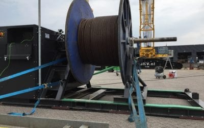 Spooling and lubricate hoisting wires